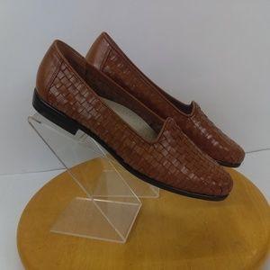Trotters Women's Weaved Look Brown Leather Slip On